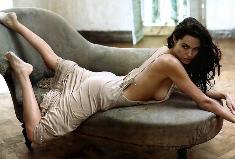 Angelina Jolie tetanalisis 01