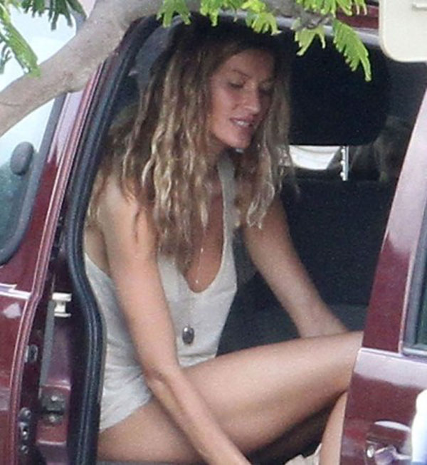 Gisele Bundchen nude car 01