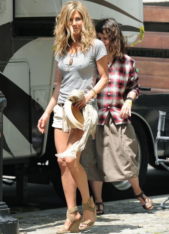 Jennifer Aniston pokies 01