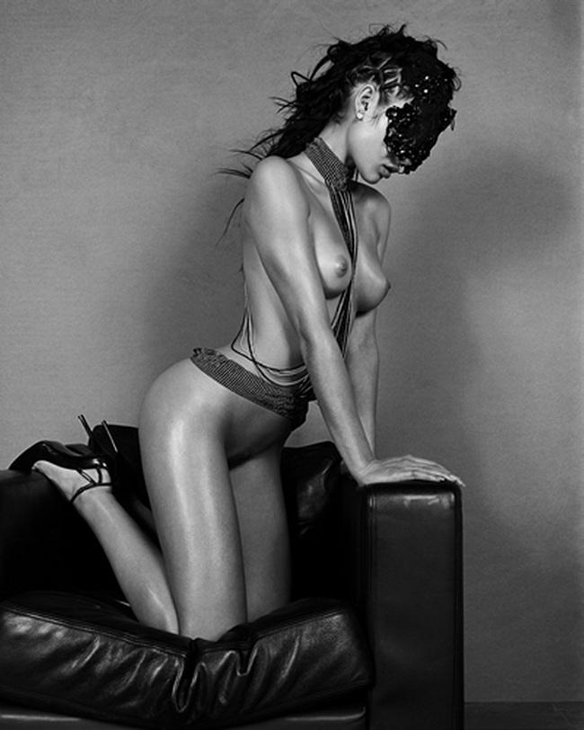 Olga Kurylenko al desnudo Katia en Un Día Perfecto