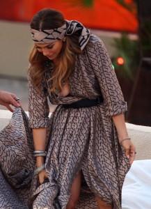 Jennifer Lopez nipple slip 04