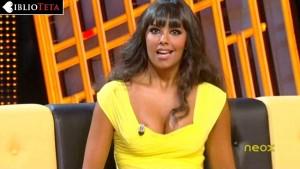 Cristina Pedroche escote amarillo 05