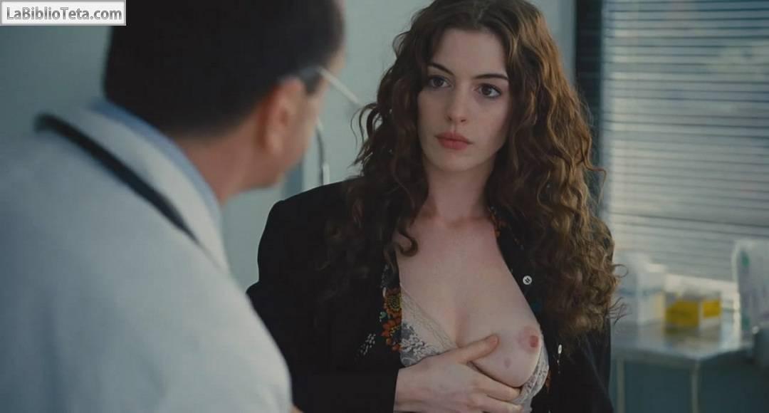 Anne Hathaway desnuda, topless para el estreno de