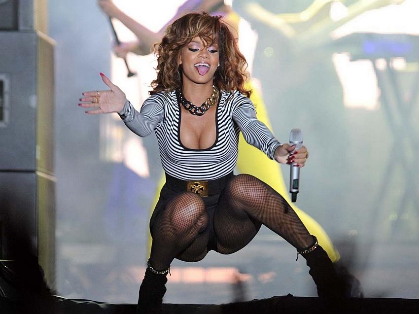 Rihanna-Brazil-01