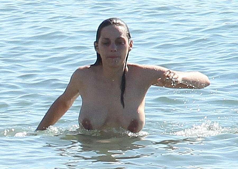 Marion Cotillard topless 01