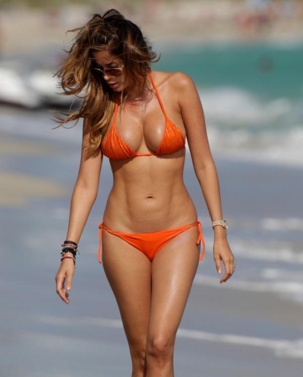 Aida Yespica bikini 01