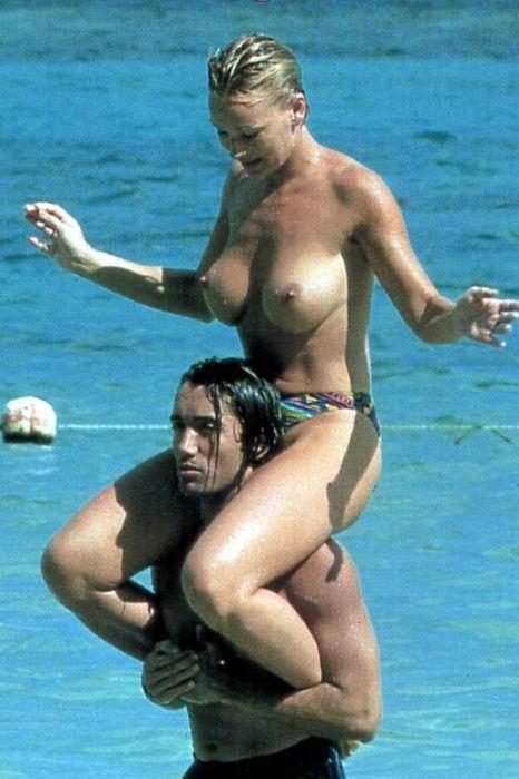 Todas Las Fotos De Marlène Mourreau Pillada Haciendo Topless