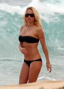 Pamela Anderson Hawaii 02