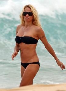 Pamela Anderson Hawaii 03