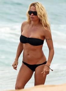 Pamela Anderson Hawaii 05