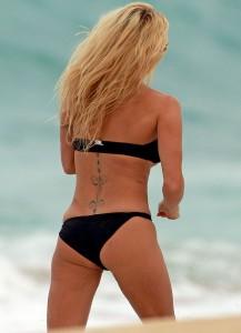 Pamela Anderson Hawaii 06
