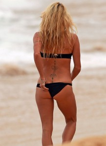 Pamela Anderson Hawaii 07