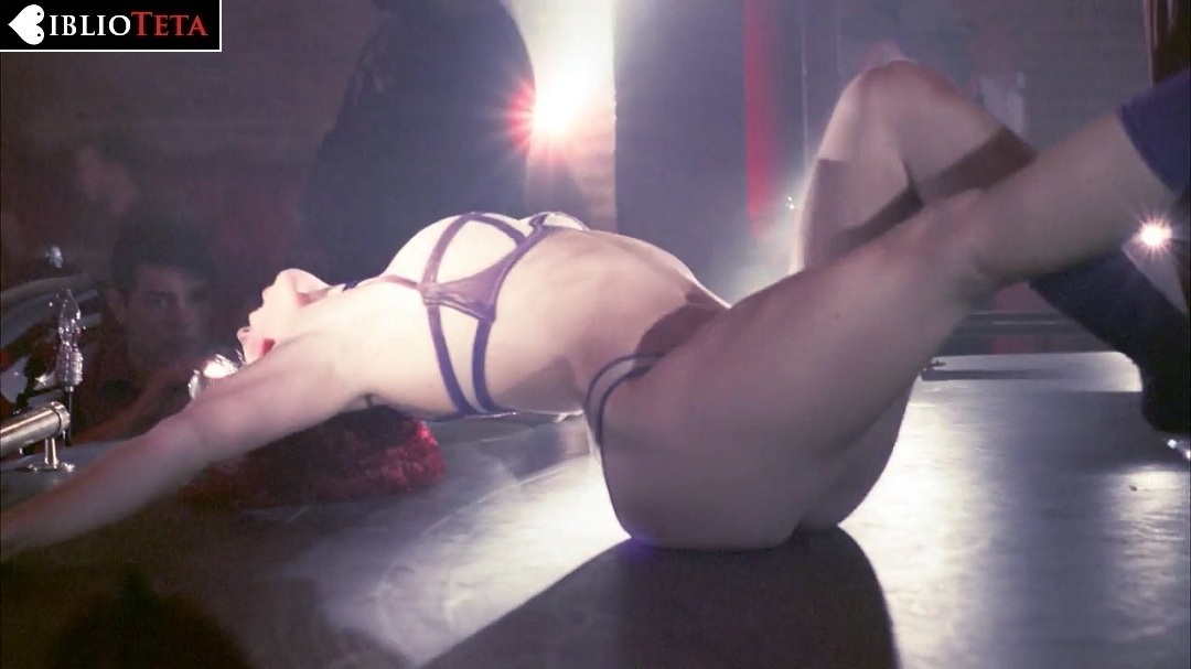 Un baile sexy me meto unos deditos y hasta con el pie - 2 5