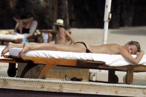 Karen Mulder - Mauritius topless 06