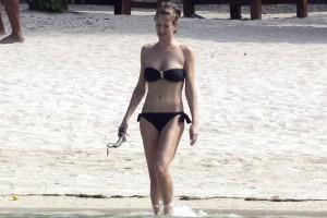 Karen Mulder - Mauritius topless 07