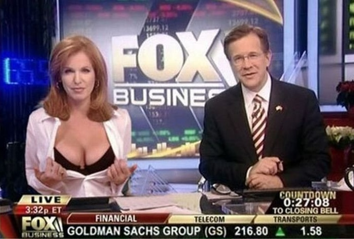 Liz Claman bra flash