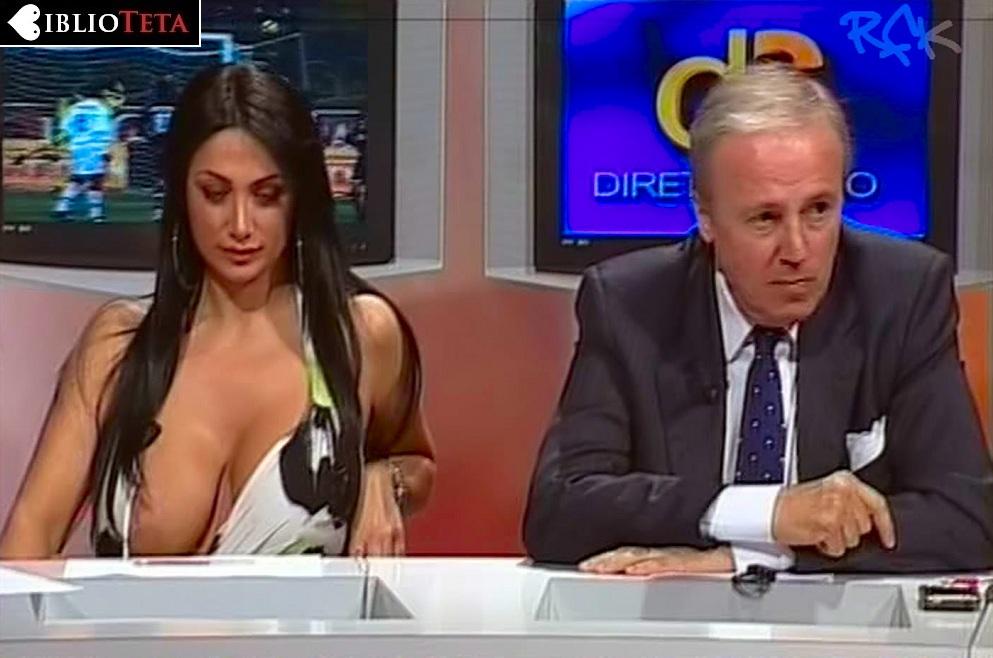 Marika Fruscio nipple slip 01