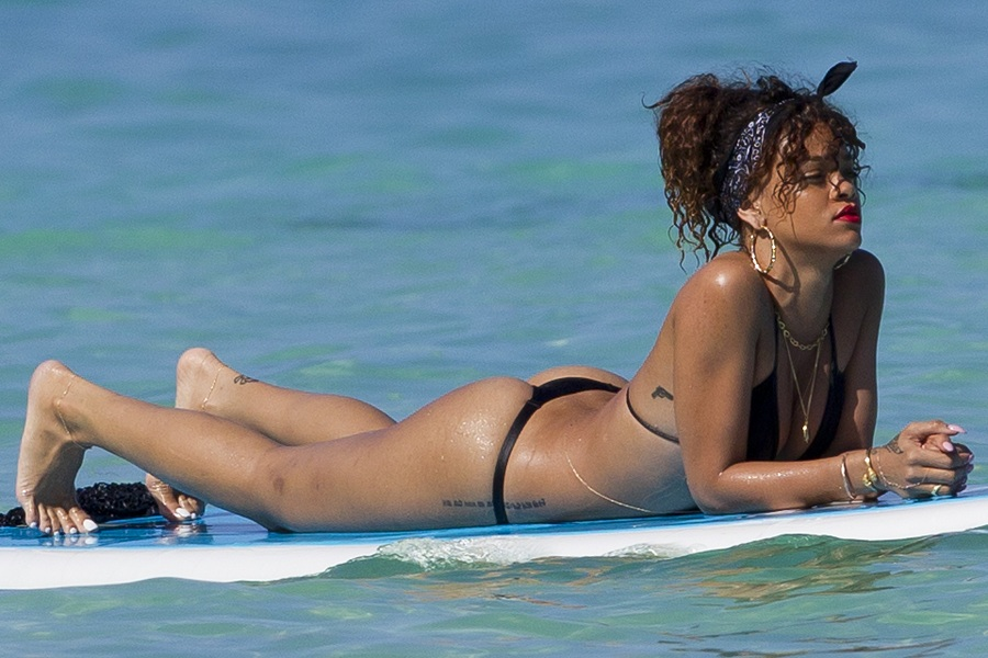 Rihanna thong Hawaii