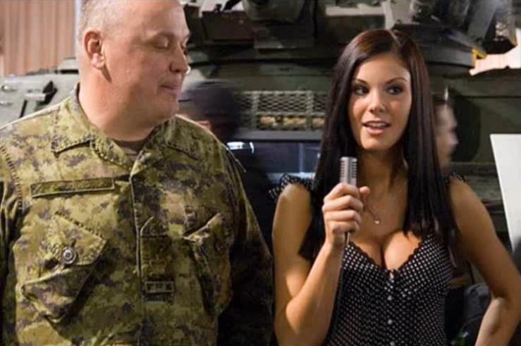 presentadora militar