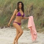 Kim Kardashian y sus descomunales tetas en bikini por Miami