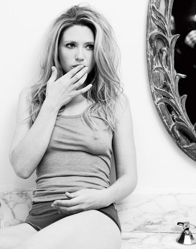 Anna Torv - Esquire