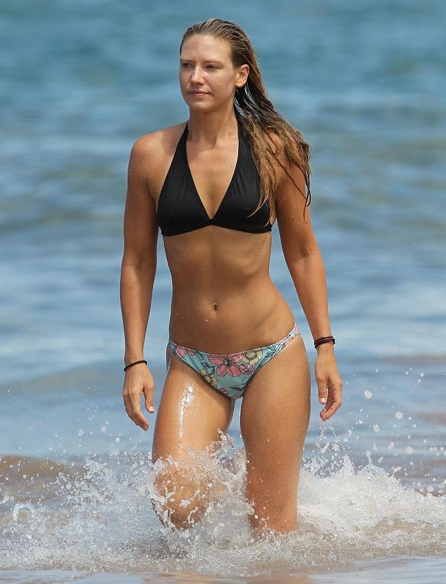 Anna Torv - Hawaii 01