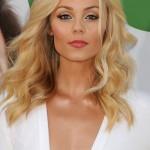 Laura Vandervoort cleavage 03