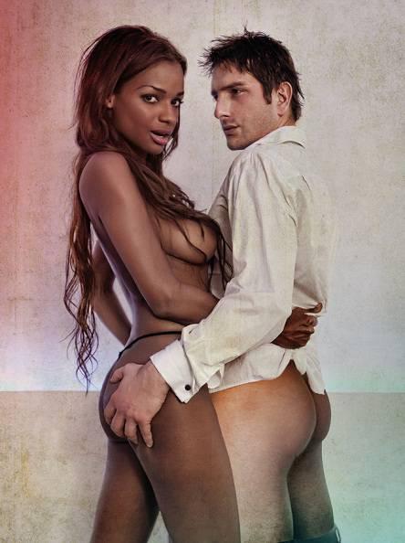 Liz Emiliano Posando Desnuda Para Primera Línea