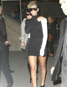Rihanna thong 05