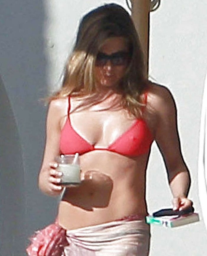Jennifer Aniston bikini 01