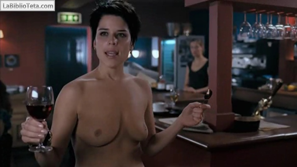 Neve Campbell - I really hate my job 01