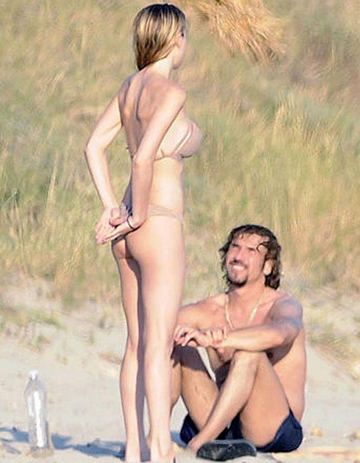 Kira Miró Pillada En Topless Por Las Playas De Menorca