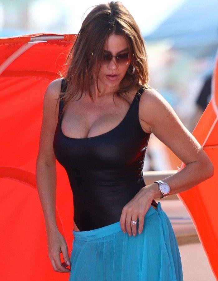 Sofia Vergara - swimsuit Miami 01