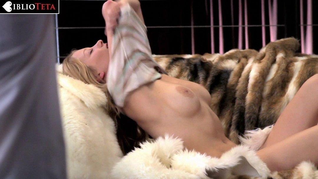 Ashley Hinshaw Desnuda En About Cherry 2012