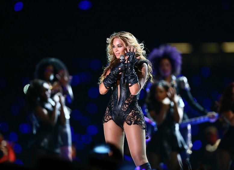 Beyonce - Superbowl 01