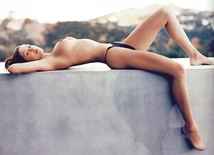 Shannon Elizabeth - Playboy 01
