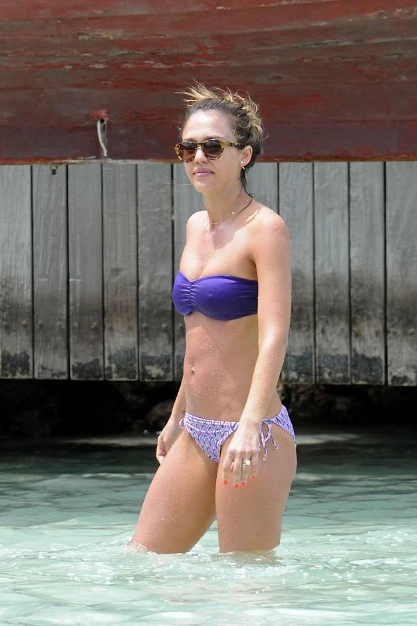 Jessica pare nude hot tub time machine 2010 - 1 part 7