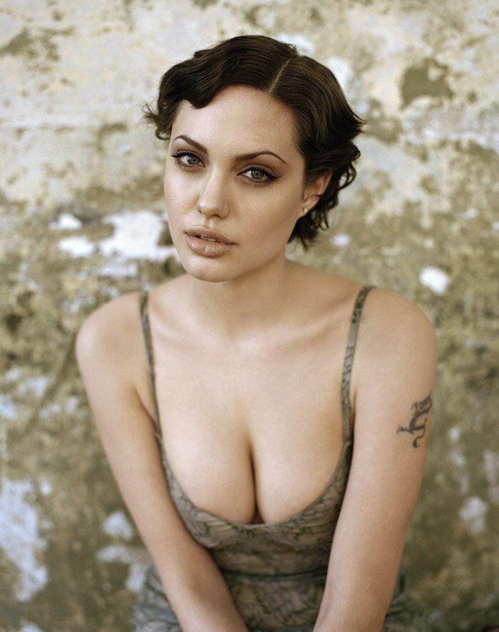 Angelina Jolie tetas