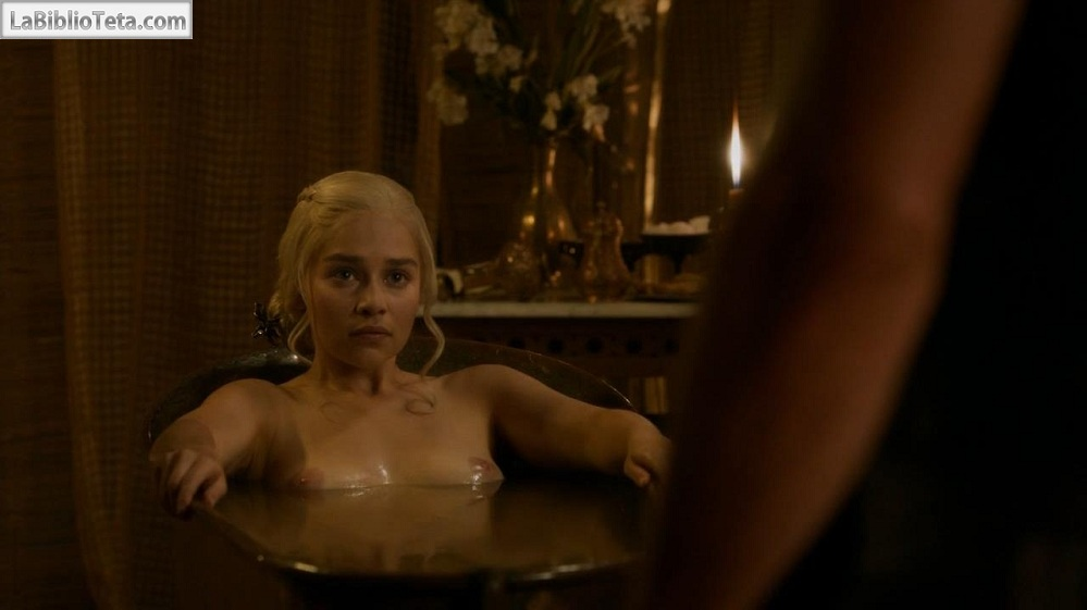 Emilia Clarke - Game of Thrones 01