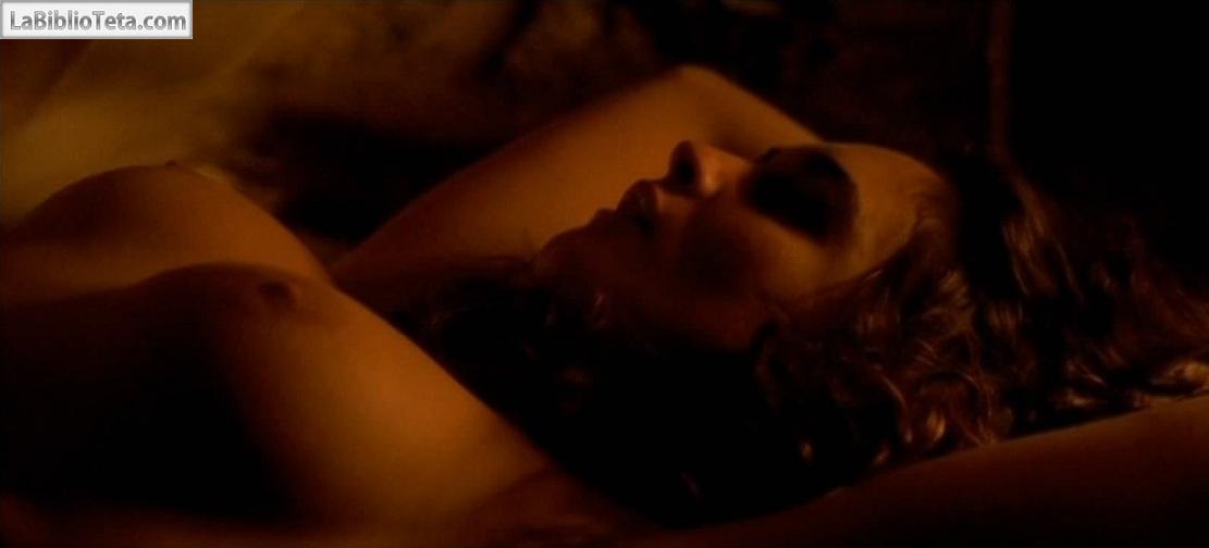 Paz Vega desnuda en una escena de Carmen, dirigida