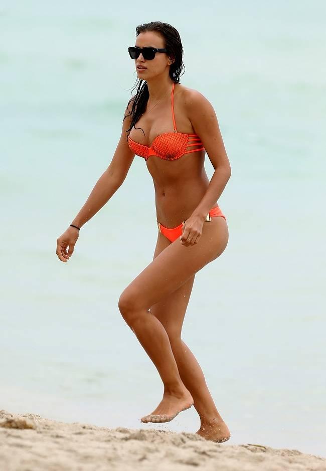 Una Reacci N A Irina Shayk Luce Sus Curvas En Bikini Por Miami Beach
