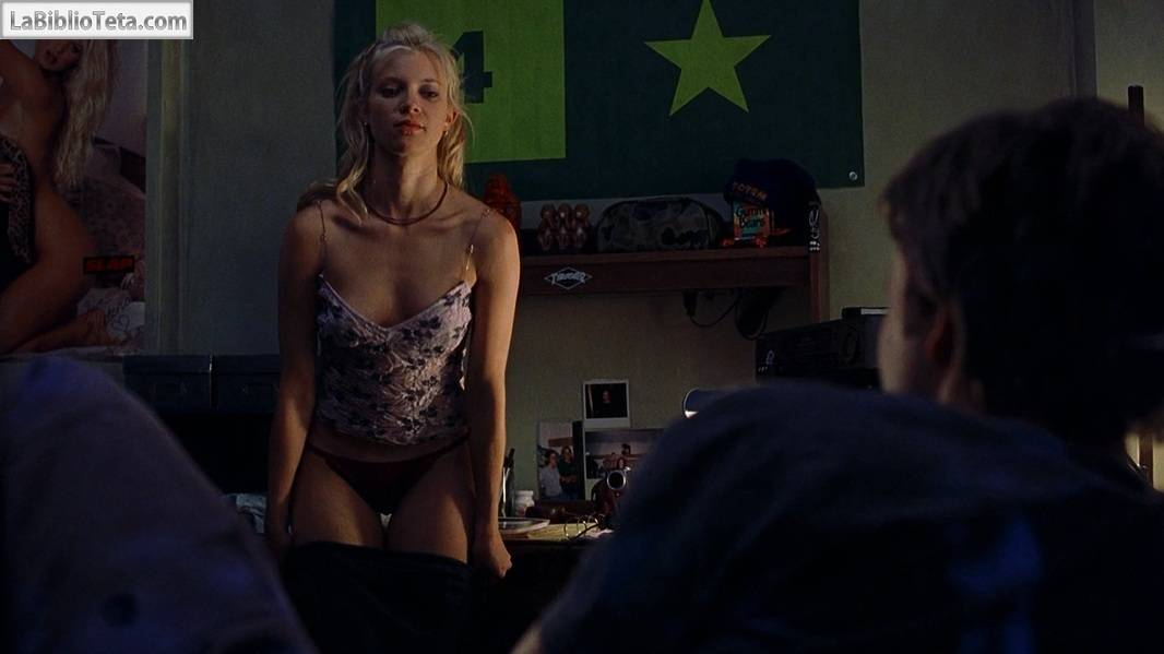 Nude blond girls