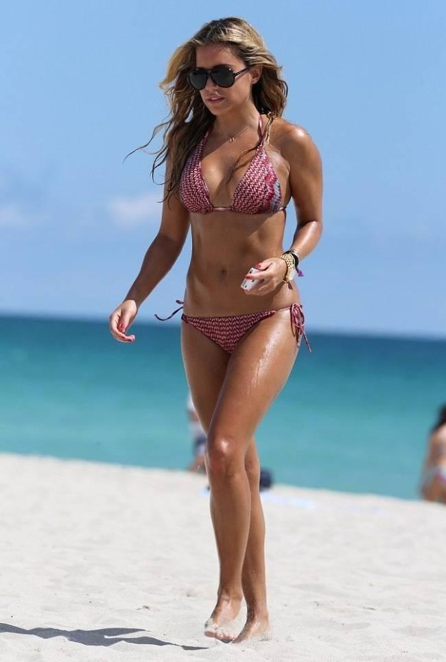 Sylvie van der Vaart - Miami Beach 01