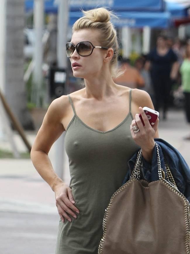 Joanna Krupa - pokies Miami 01