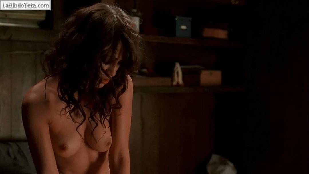 Lizzy caplan desnuda desnuda