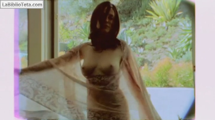 Rose McGowan dancing naked 01