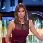 Sandra Sabatés con un vestido muy ceñido presentando El Intermedio