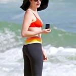 Anne Hathaway Hawaii 04