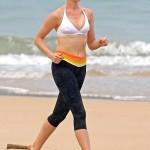 Anne Hathaway Hawaii 09
