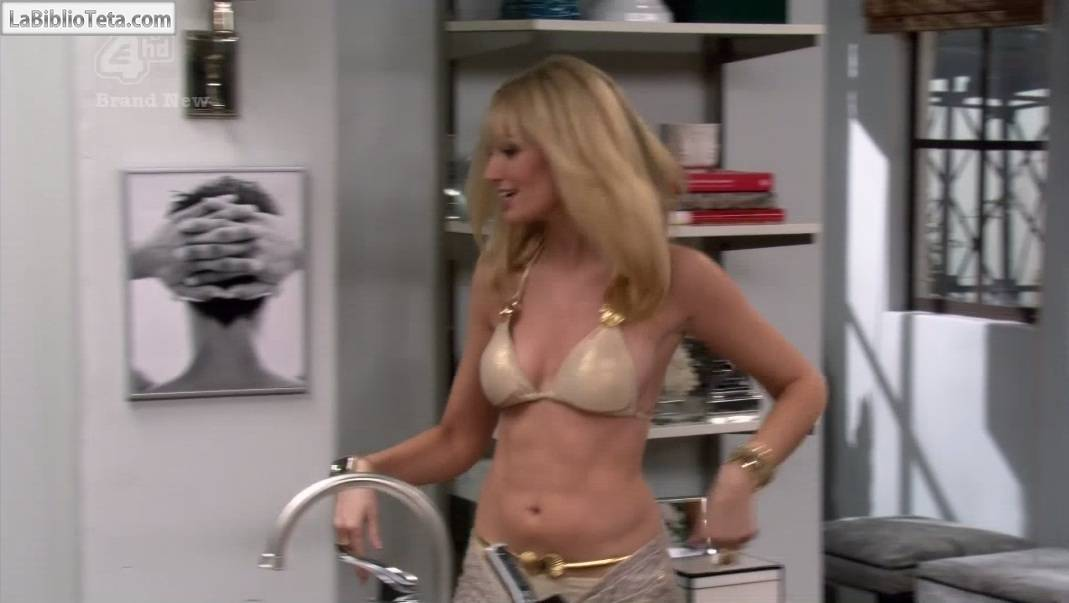 broke girls naked